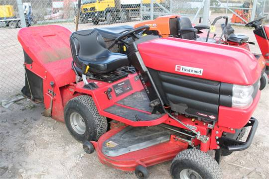 sale item westwood t1800 ride on mower with collector manual in p rh bidspotter co uk International Tractor Manual Tractor Owners Manuals