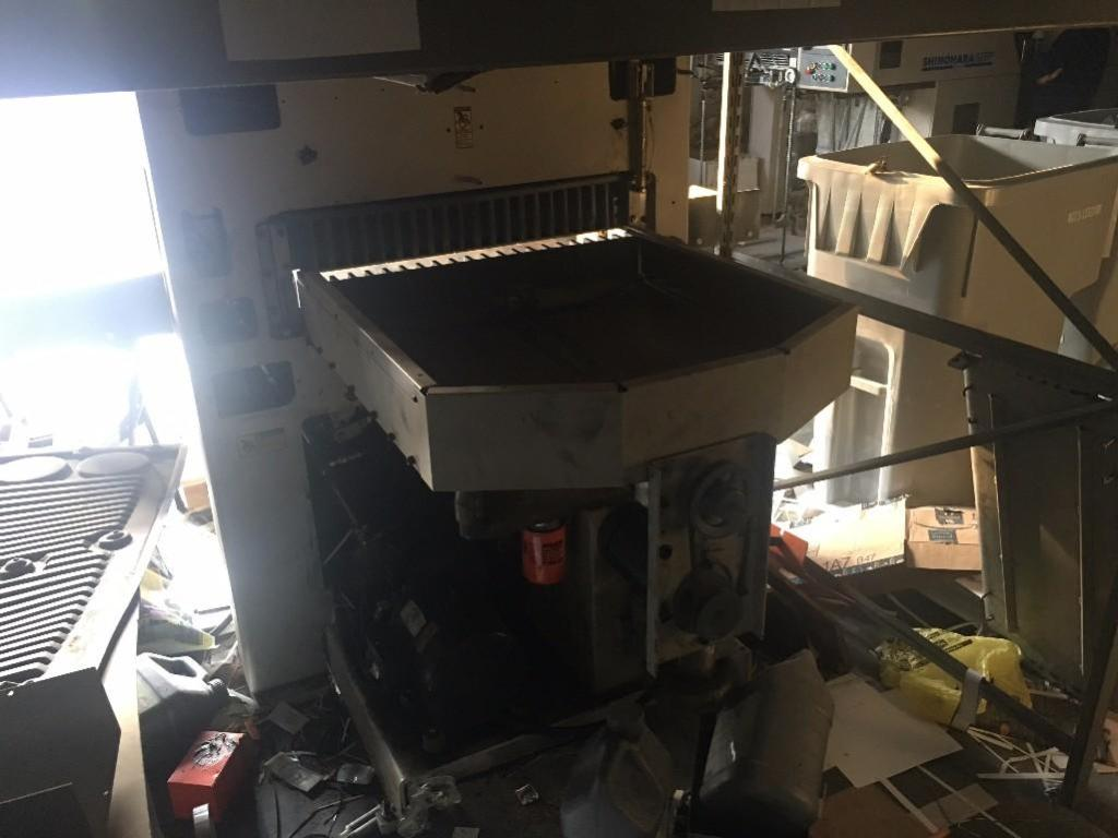 Lot 9 - CHALLENGE CHAMPION 30.5 INCH 305XG HYDRAULIC PAPER CUTTER WITH BACKGAGE AIRTABLE, TABLE EXTENSIONS