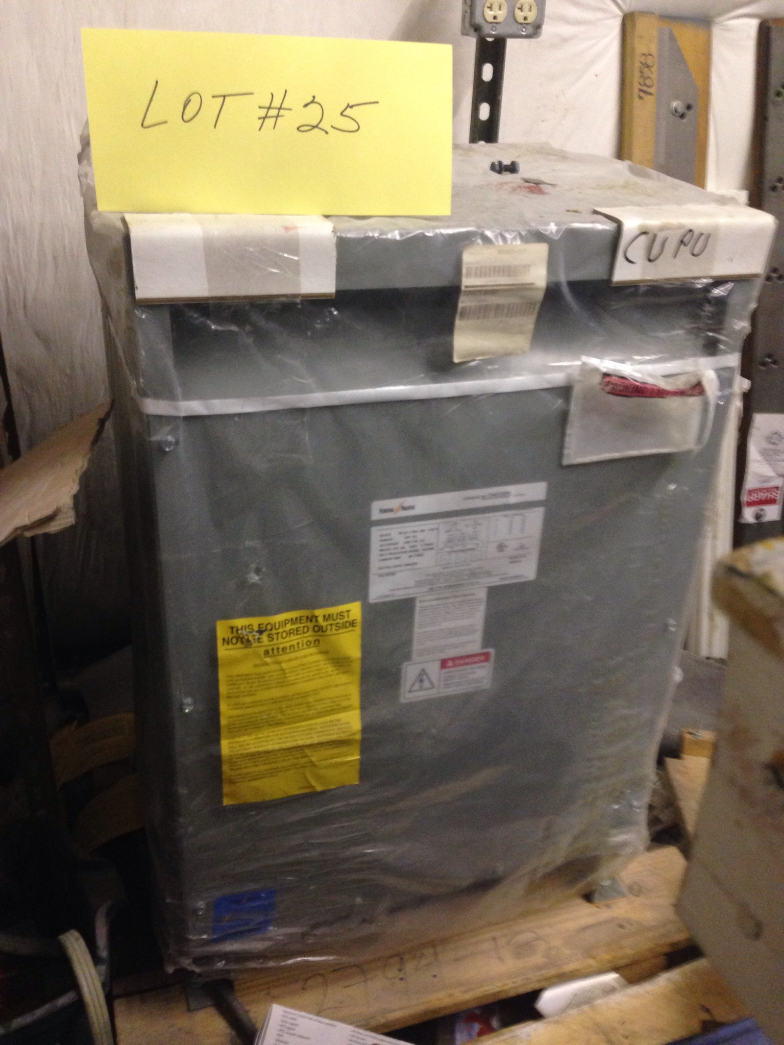 Lot 25 - FEDERAL PACIFIC 30KVA TRANSFORMER CAT NUMBER: T242T30SE 240/220/208V (APPEARS NEW)