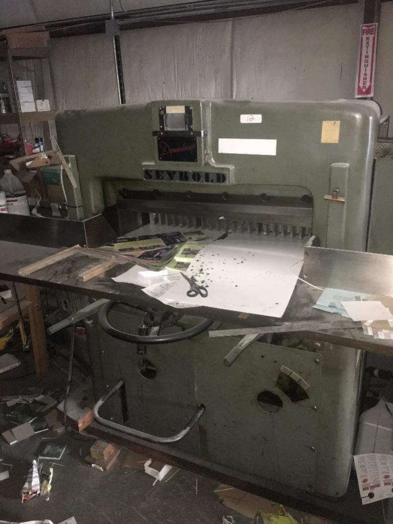Lot 12 - SEYBOLD DYNACLAMP 35 INCH PAPER CUTTER WITH BACKGAGE, TABLE EXTENSIONS AND 3 EXTRA BLADES