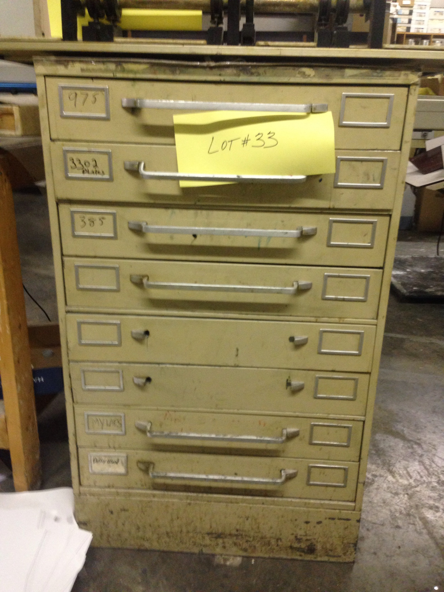 Lot 33 - 8 DRAWER CABINET 26 INCH WIDE BY 30.5 INCH DEEP
