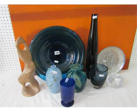 A mixed collection of modern glassware to include a Mdina heavy glass faceted vase, with yellow and blue candy stripe decorat