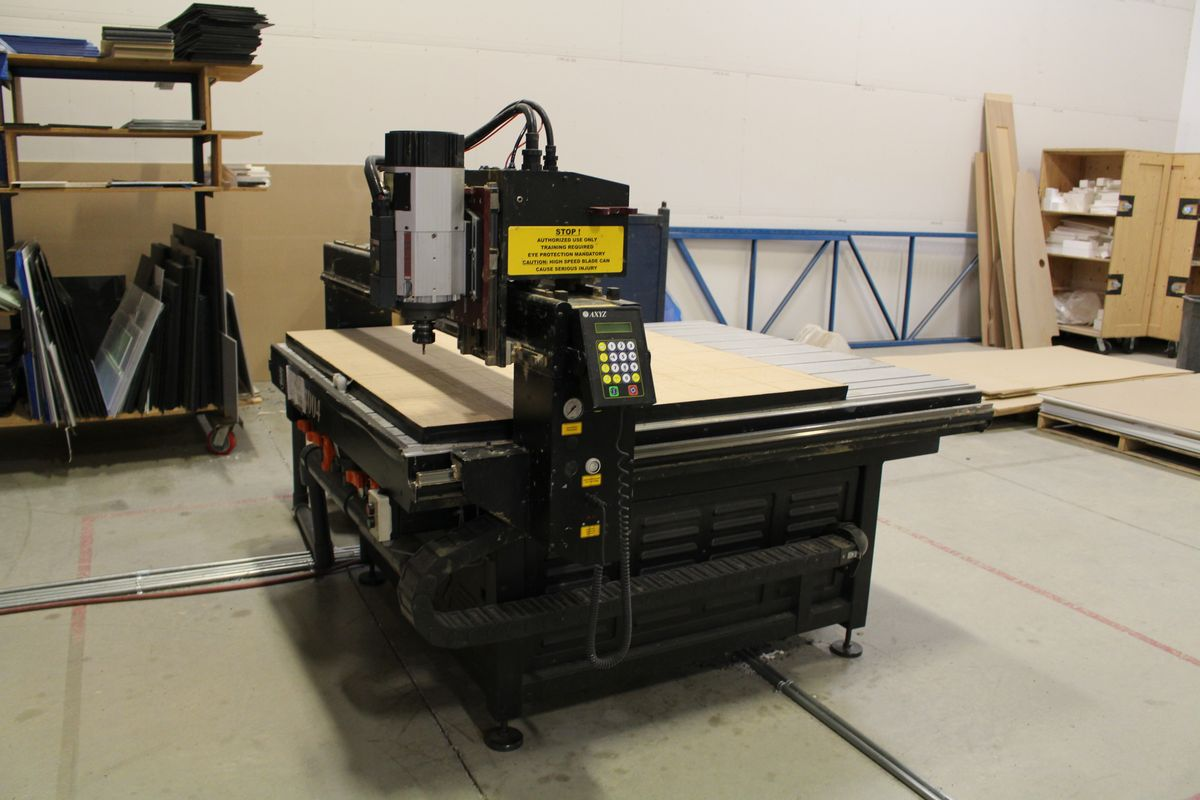 """AXYZ MODEL 4004 CNC ROUTER W/ 2004 BECKER VTLF 250 SK VACUUM PUMP, ES915 ROUTER & 72"""" X 60"""" TABLE - Image 2 of 8"""