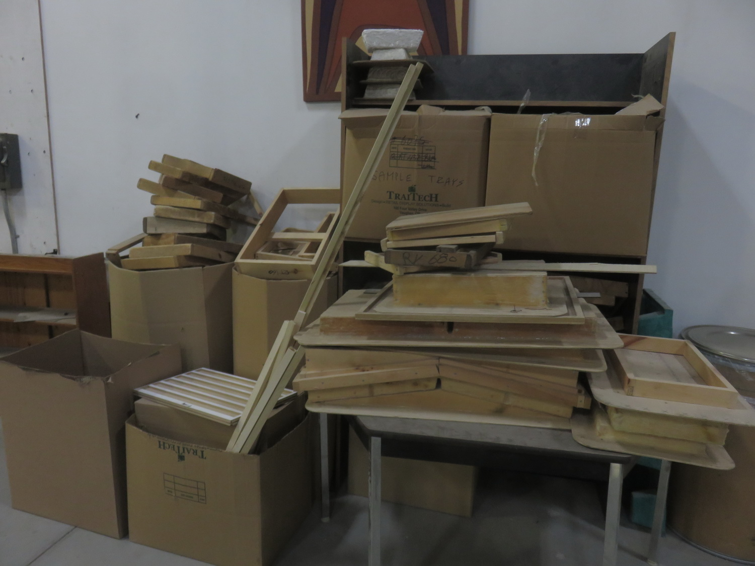 LOT - QUANTITY OF ASSORTED WOOD MOULDS - Image 5 of 5