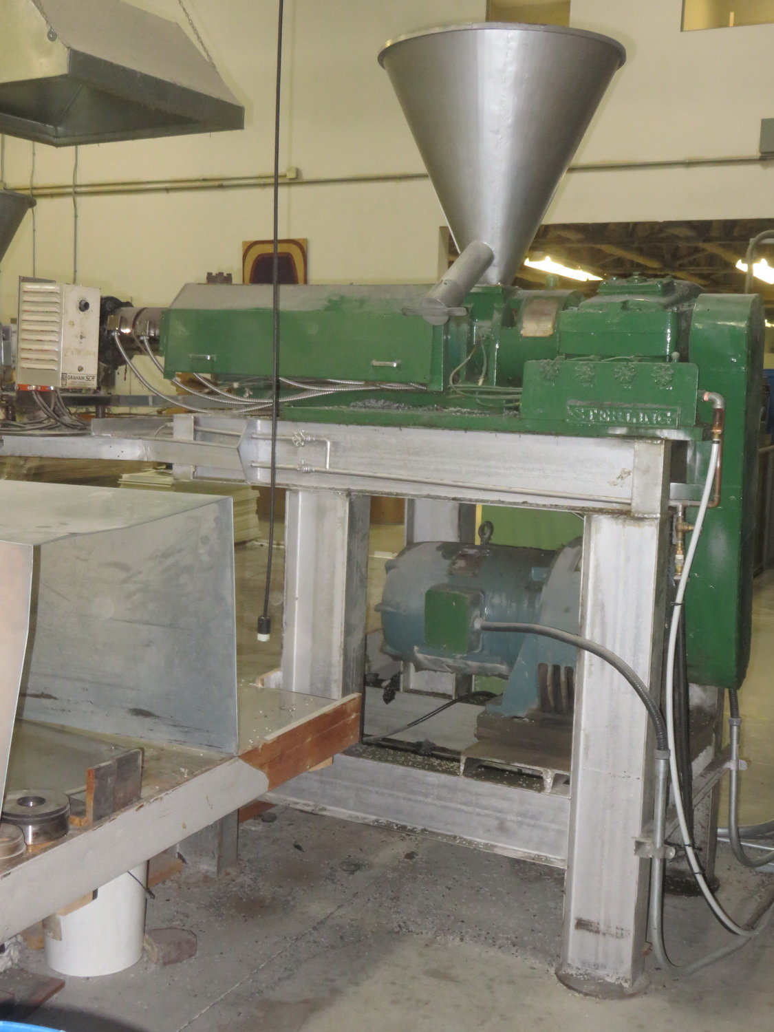 STERLING 2 1/2 X 24-1 PLASTIC EXTRUDER C/W 30HP MOTOR & CONTROL PANEL, S/N 25518 - Image 4 of 4