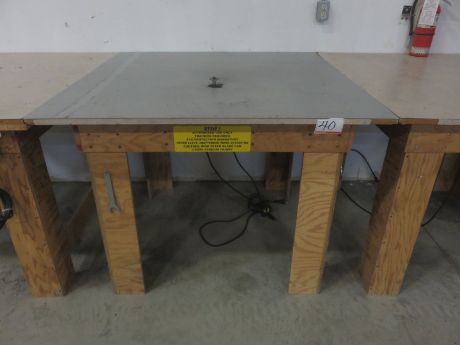 PORTER CABLE 690LR TABLE ROUTER W/ 4' X 4' TABLE