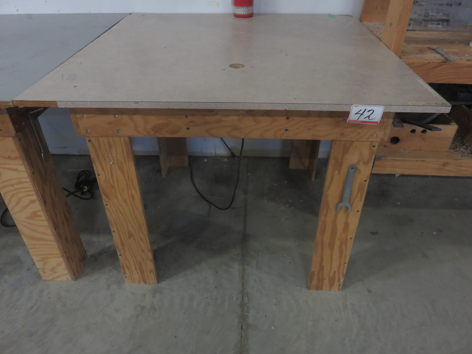 PORTER CABLE 690LR ROUTER W/ TABLE