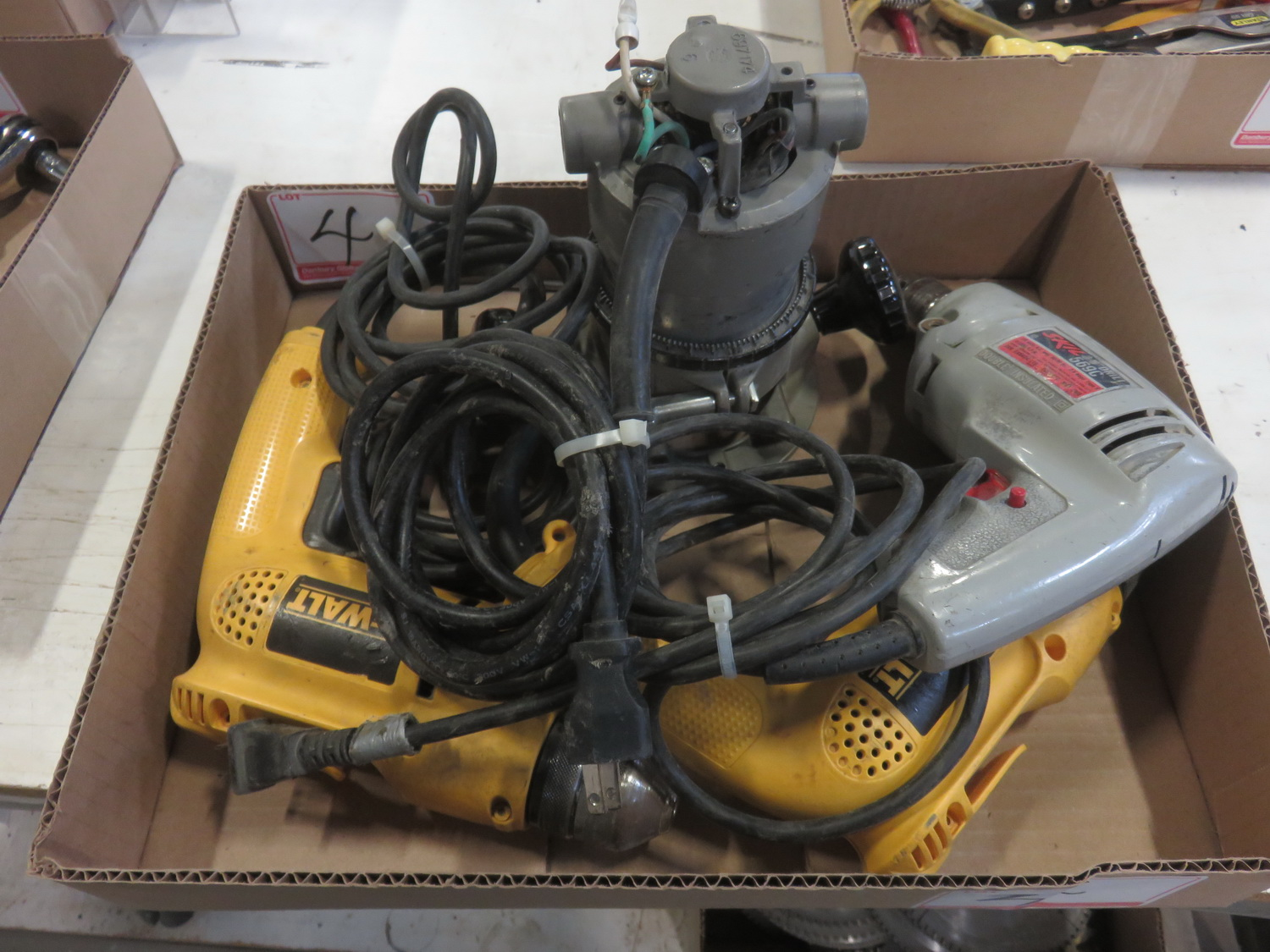 LOT - DEWALT, SKIL, & PORTER CABLE ELECTRIC ROUTER & DRILLS