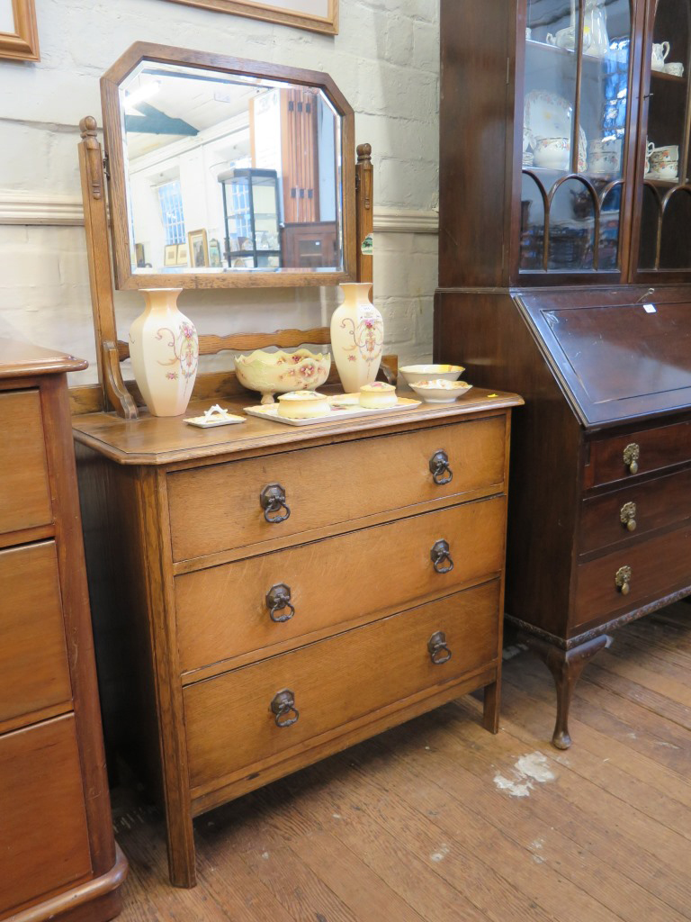 Lot 2 - A mahogany chest of drawers, the top with trinket drawers above two short and two long graduated