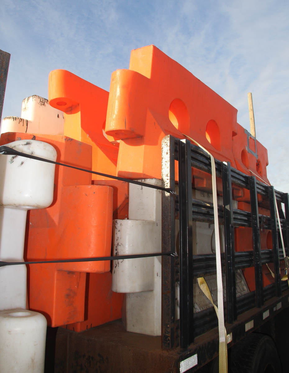ASSORTED PLASTIC BARRIERS, APPROXIMATELY [140] [LOCATED @ 6 CANAL ROAD, PELHAM, NY (BRONX)] - Image 5 of 7