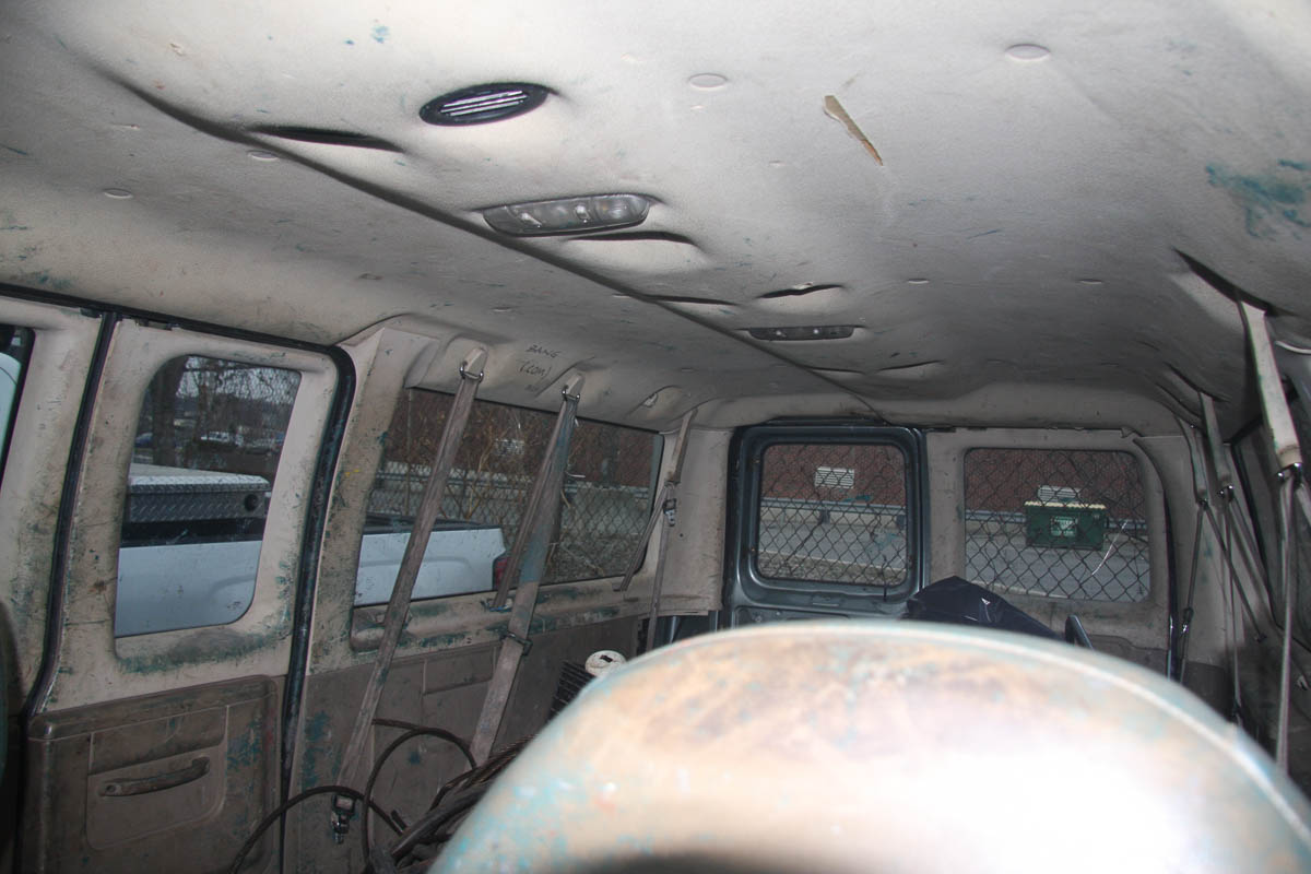 2006 FORD E-350 VAN, WITH WINDOWS, SIDE DOOR, AUTOMATIC, APPROXIMATELY 91,860 MILES, VIN: 1FBNE31L2 - Image 9 of 10