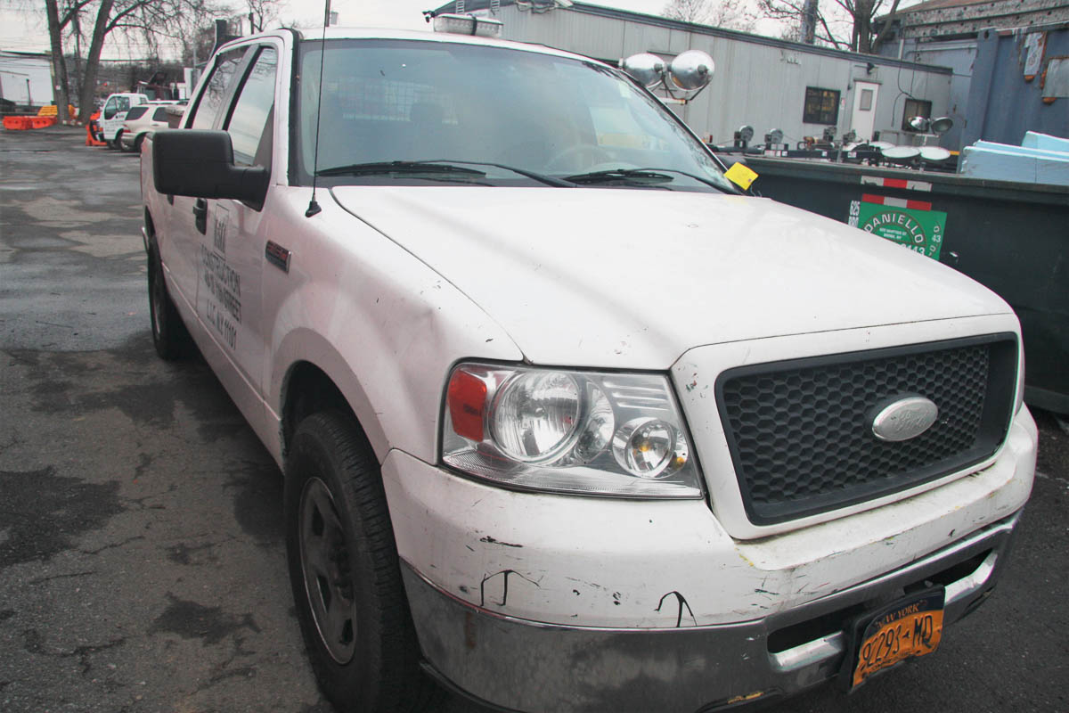 2006 FORD F-150 CREW CAB PICKUP TRUCK, XLT 5.4 TRITON, AUTOMATIC, POWER WINDOWS, APPROXIMATELY 129, - Image 5 of 13