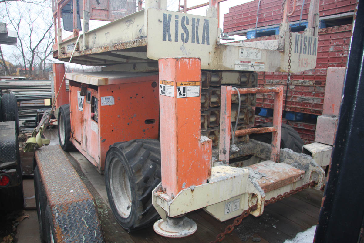 JLG 260MRT SCISSOR LIFT, 26' MAX PLATFORM HEIGHT, 1250# CAPACITY, APPROXIMATELY 2830 HOURS, S/N: N/A - Image 3 of 9