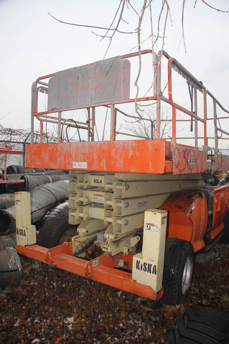 2006 JLG 4394RT ROUGH TERRAIN SCISSOR LIFT, WITH 43' MAX PLATFORM HEIGHT, 1500# CAPACITY, S/N: