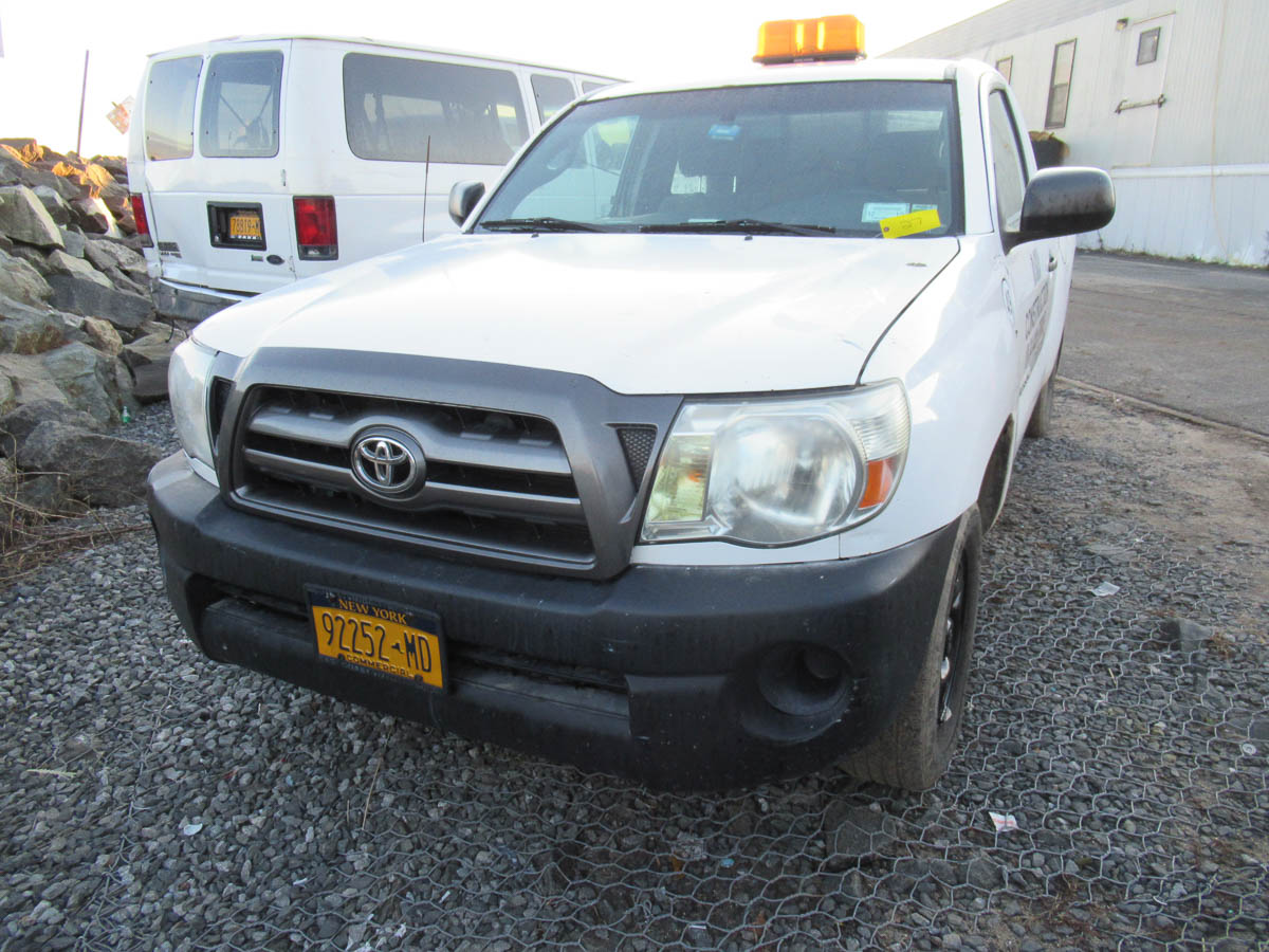 2009 TOYOTA TACOMA PICKUP TRUCK, AUTOMATIC, APPROXIMATELY 105,784 MILES, VIN: 5TENX22N49Z649528 (#4 - Image 3 of 7