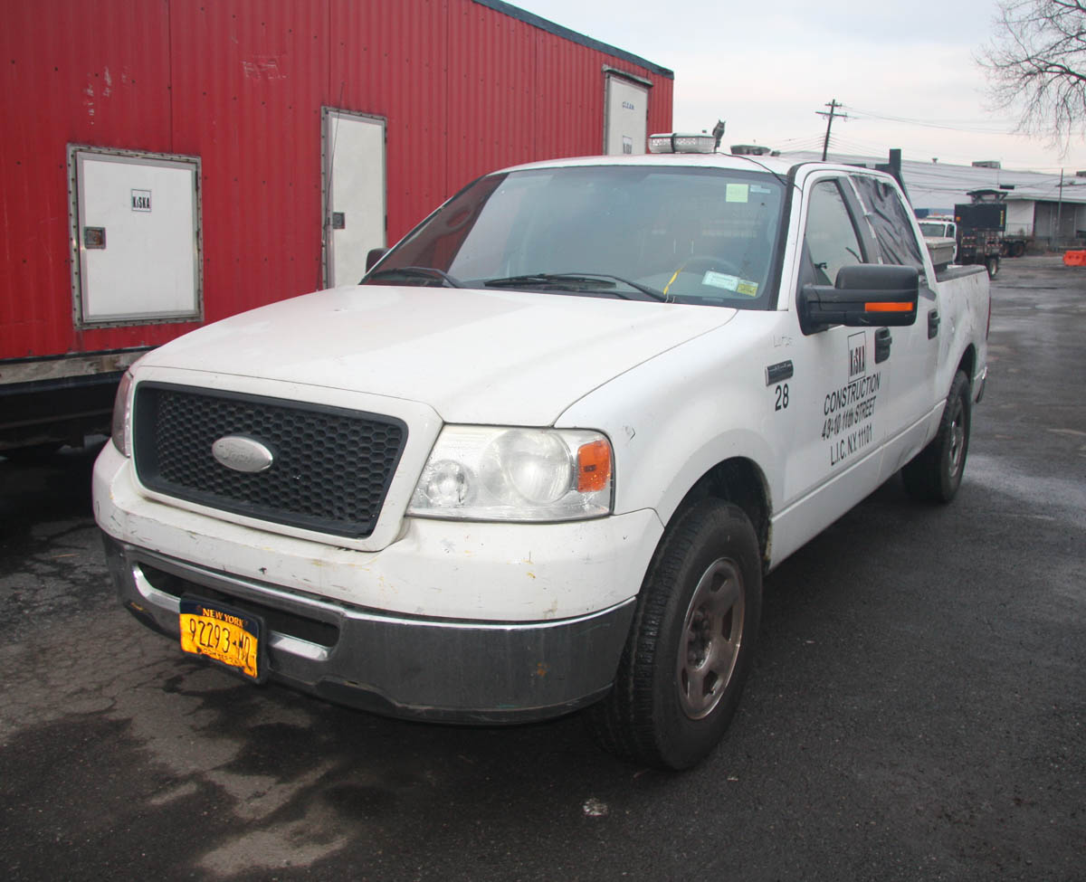 2006 FORD F-150 CREW CAB PICKUP TRUCK, XLT 5.4 TRITON, AUTOMATIC, POWER WINDOWS, APPROXIMATELY 129,