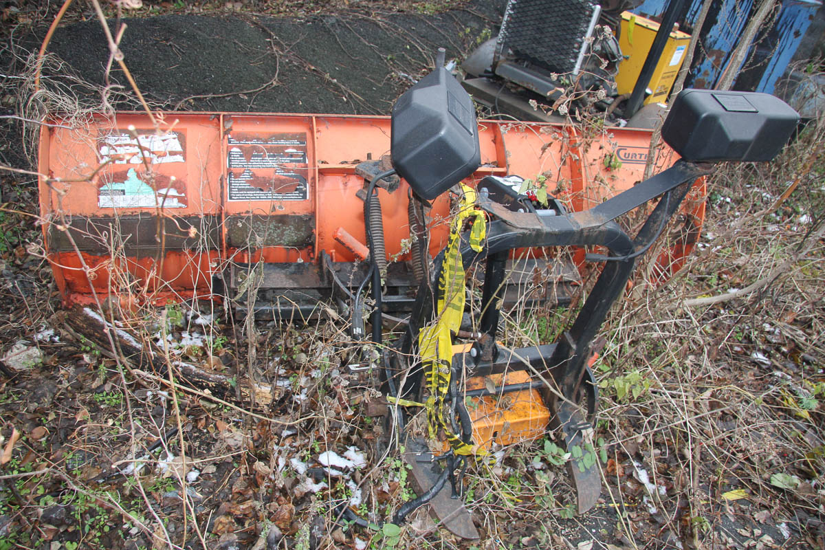 8' CURTIS SNOW PLOW ATTACHMENT [LOCATED @ KEM YARD - PELHAM MANOR, BRONX, NY] - Image 3 of 5