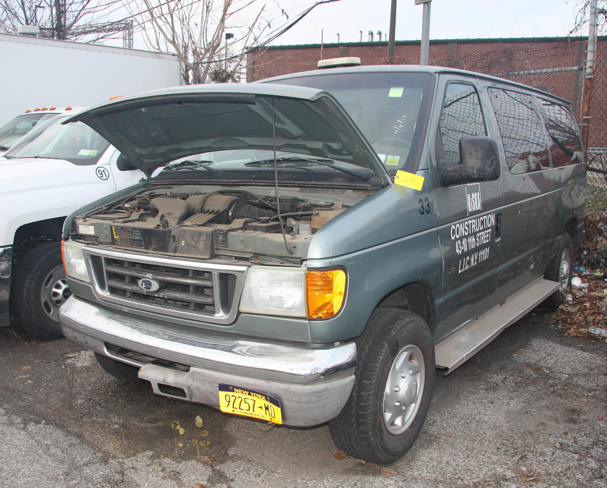 2006 FORD E-350 VAN, WITH WINDOWS, SIDE DOOR, AUTOMATIC, APPROXIMATELY 91,860 MILES, VIN: 1FBNE31L2