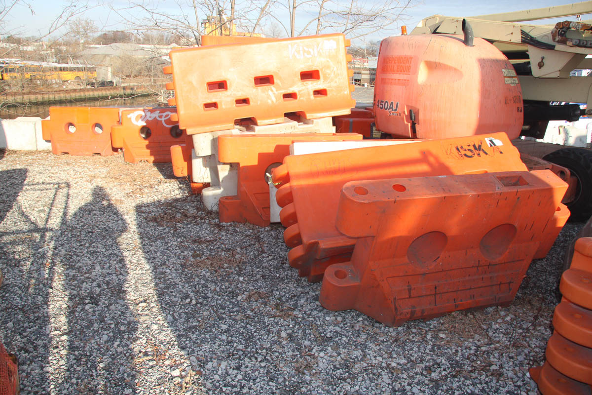 ASSORTED PLASTIC BARRIERS, APPROXIMATELY [140] [LOCATED @ 6 CANAL ROAD, PELHAM, NY (BRONX)] - Image 6 of 7