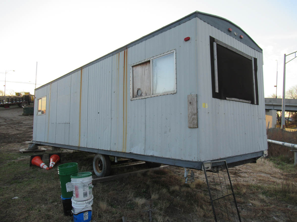 APPROXIMATELY 28' OFFICE TRAILER [LOCATED @ MARINE PARKWAY BRIDGE - QUEENS SIDE] - Image 5 of 9