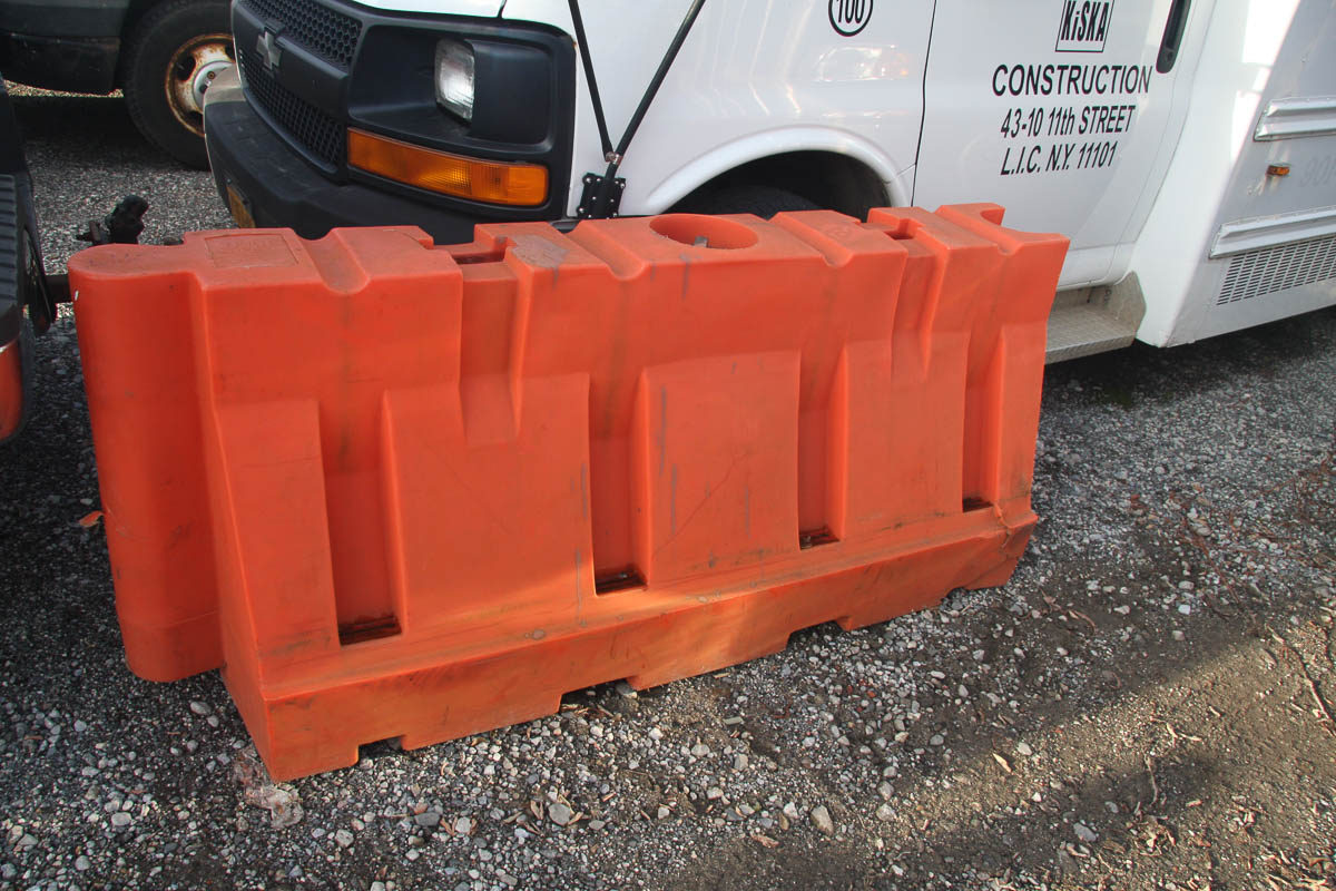 ASSORTED PLASTIC BARRIERS, APPROXIMATELY [140] [LOCATED @ 6 CANAL ROAD, PELHAM, NY (BRONX)] - Image 4 of 7