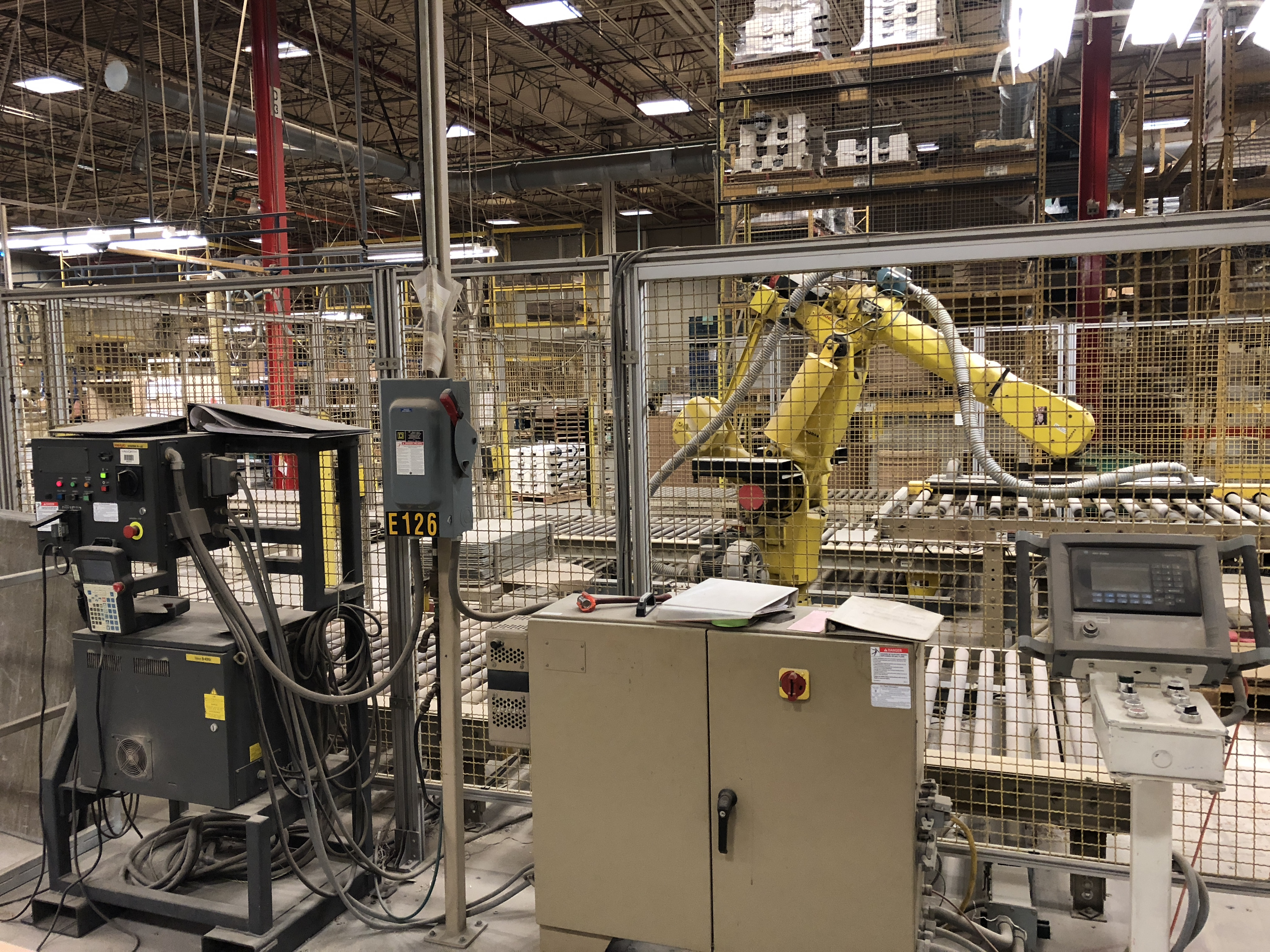 FANUC UNLOADING / STACKING ROBOT CELL - Image 2 of 7