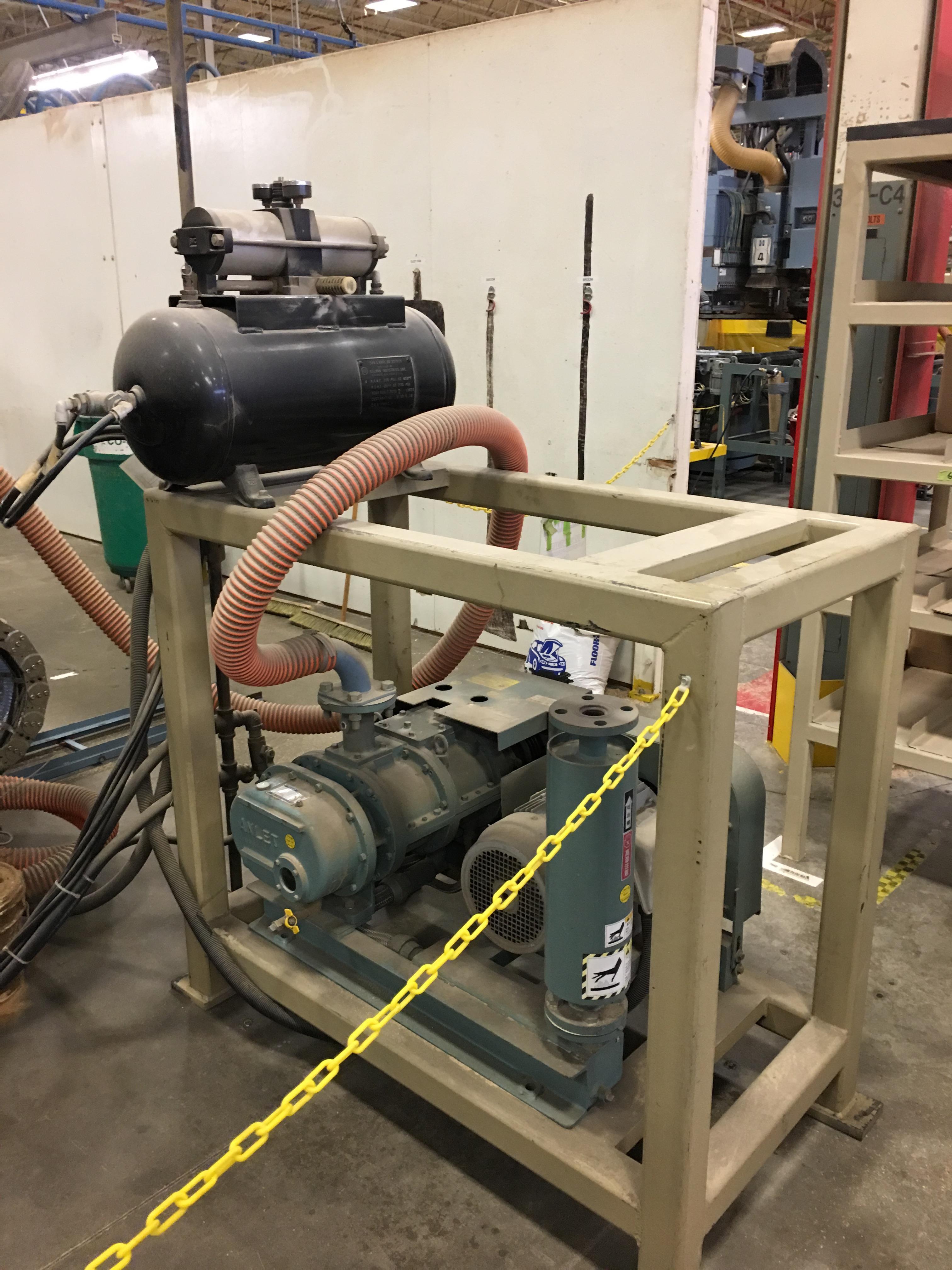 Lot 7 - HEIAN AUTO POSITION CNC ROUTER WITH VACUUM PUMPS