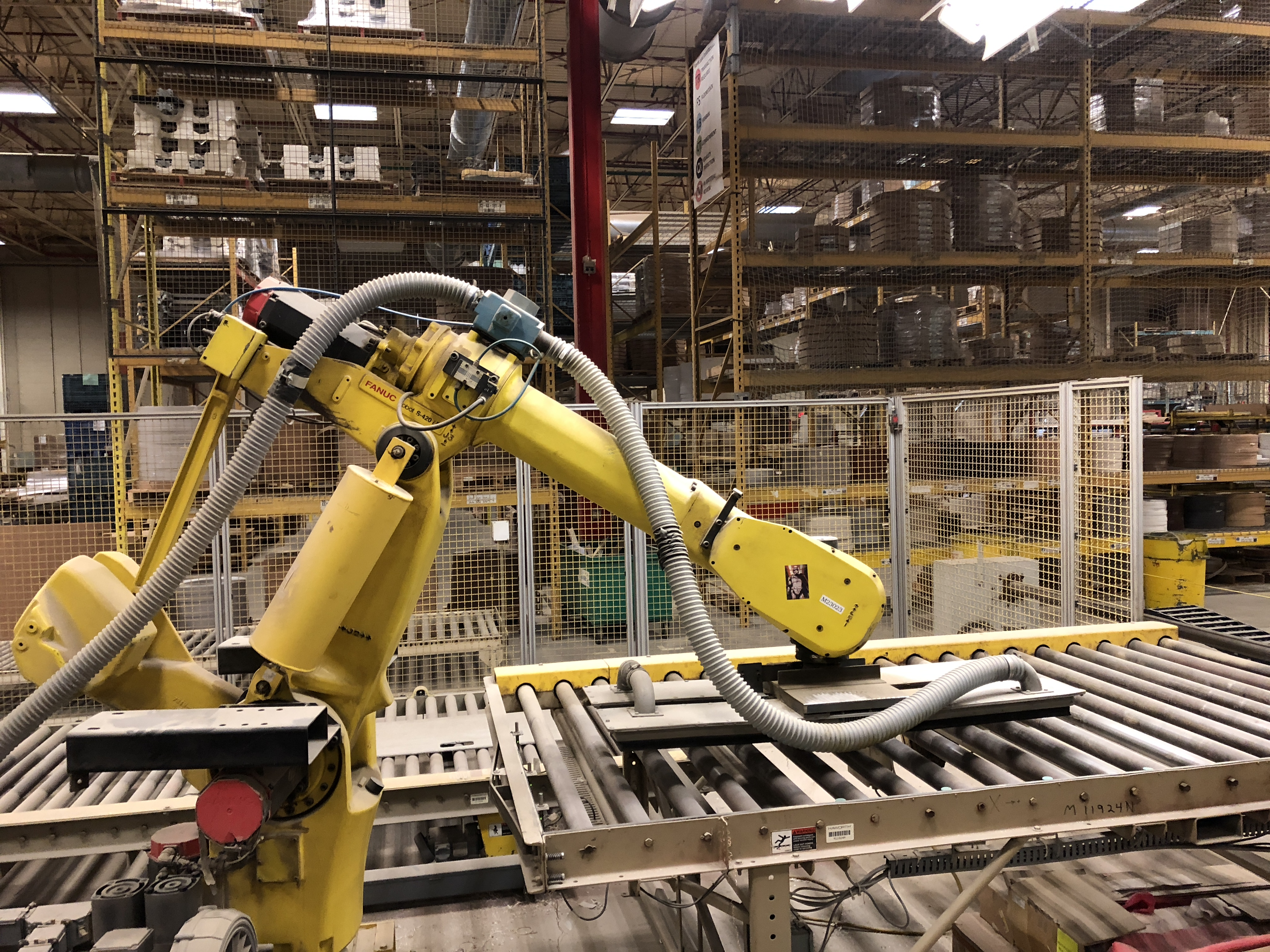 FANUC UNLOADING / STACKING ROBOT CELL - Image 3 of 7