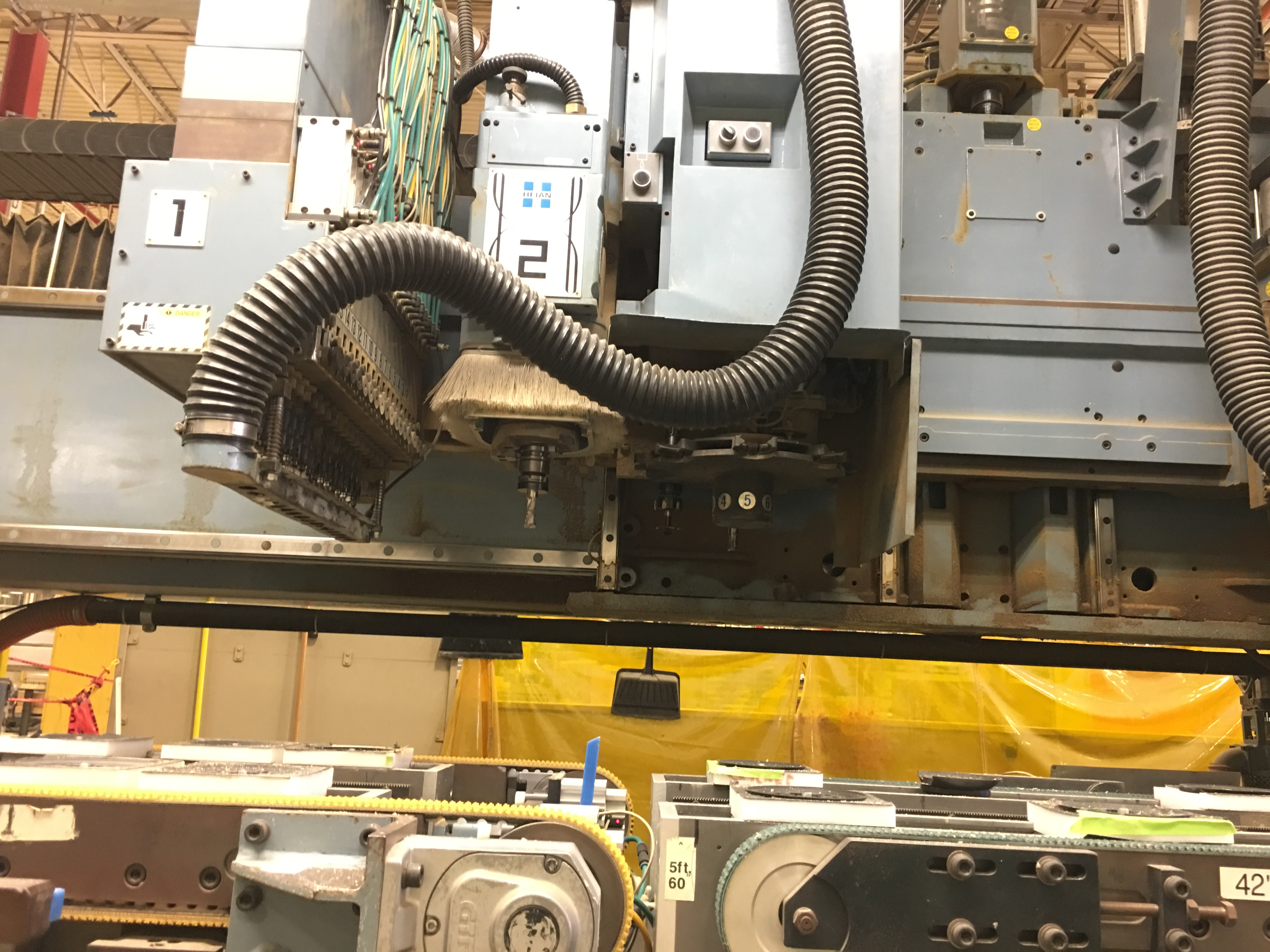 HEIAN CNC ROUTER WITH VACUUM PUMPS - Image 4 of 11