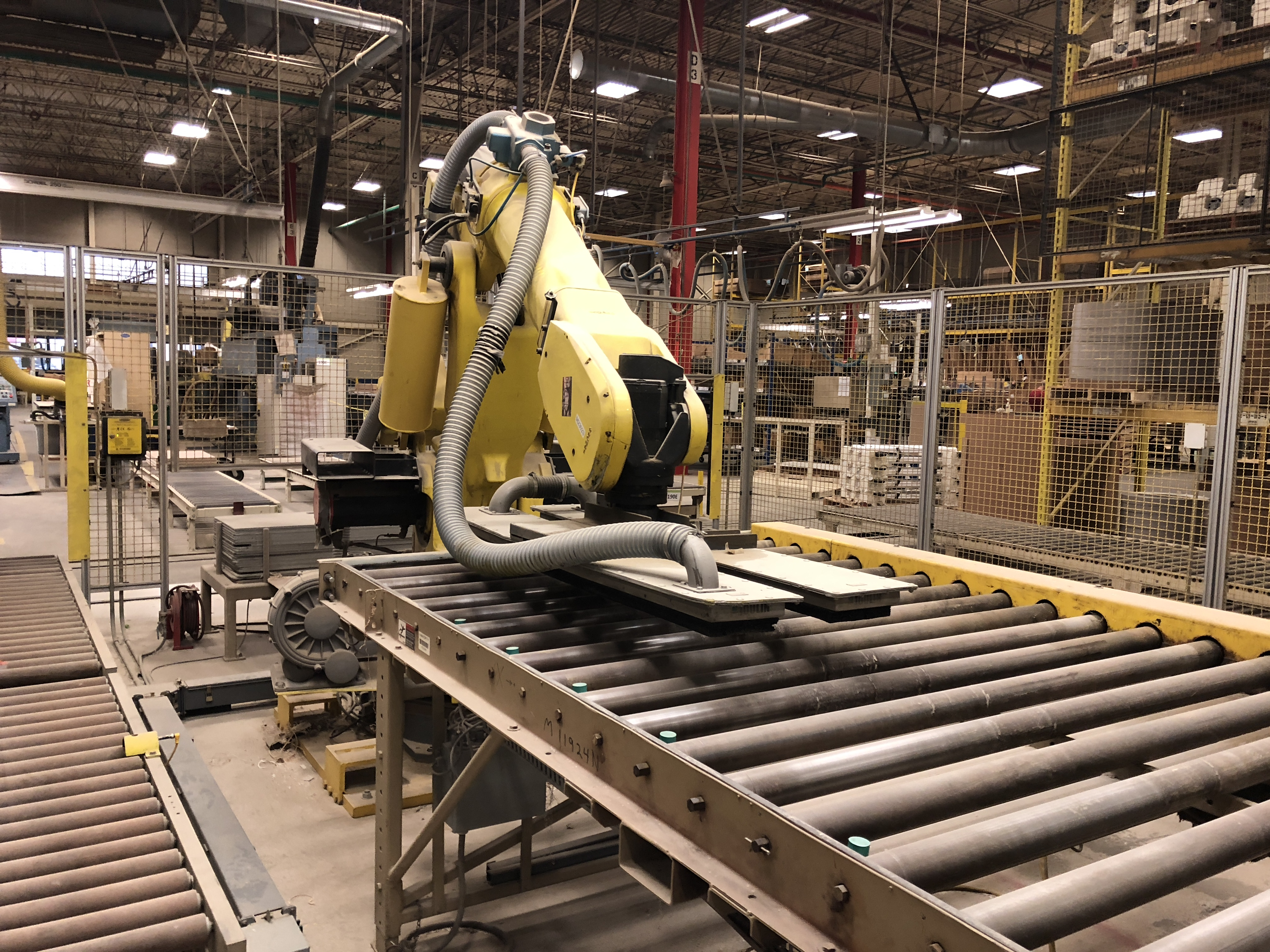 FANUC UNLOADING / STACKING ROBOT CELL - Image 7 of 7