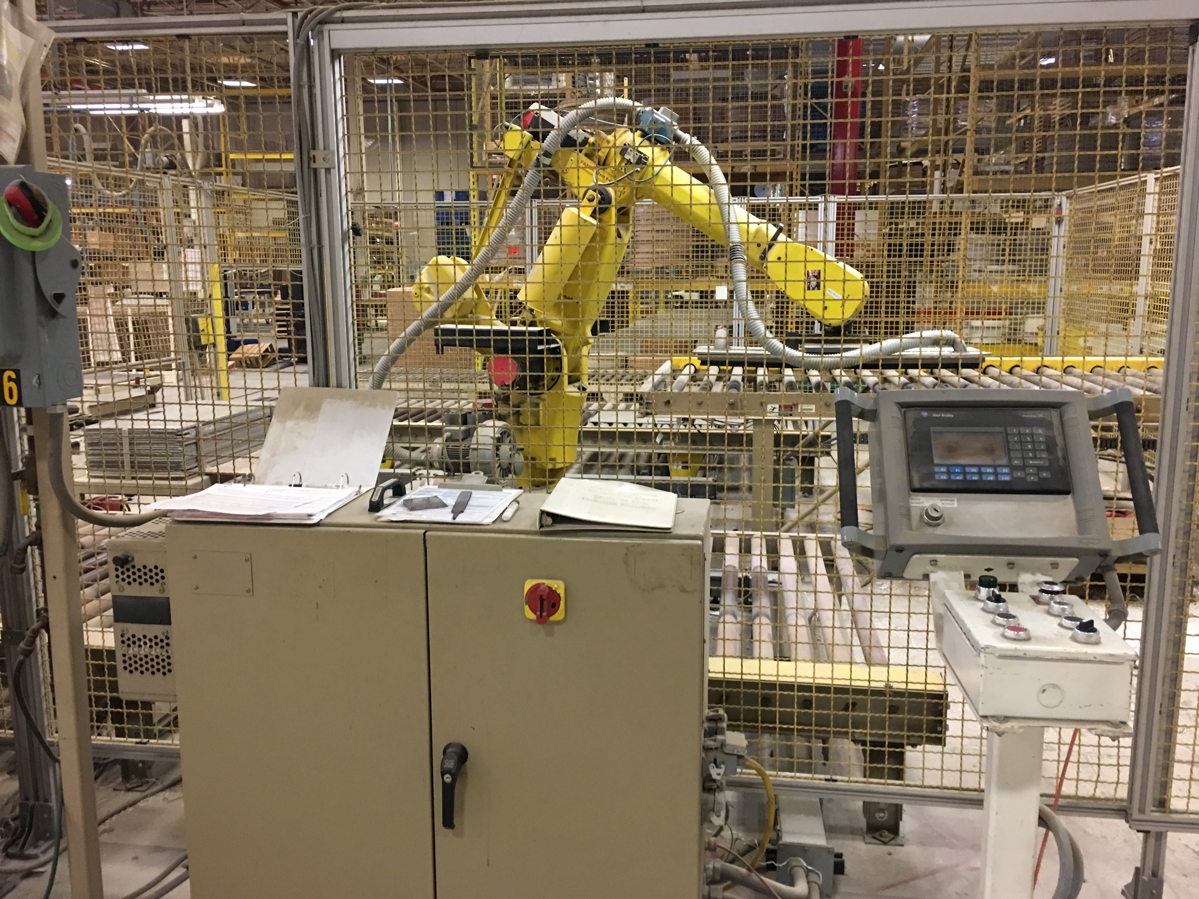 FANUC UNLOADING / STACKING ROBOT CELL - Image 4 of 7