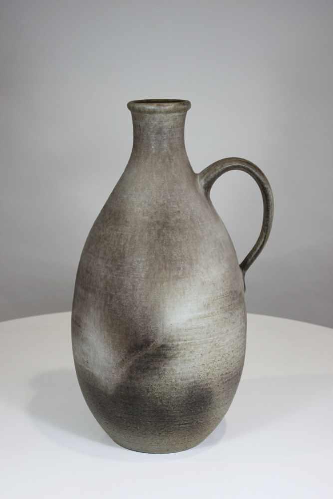 Lot 15 - Keramikvase mit Handhabe, Deutschland 20. Jh., am Boden gemarkt 1014/60, Handarbeit, H.: 60 cm.