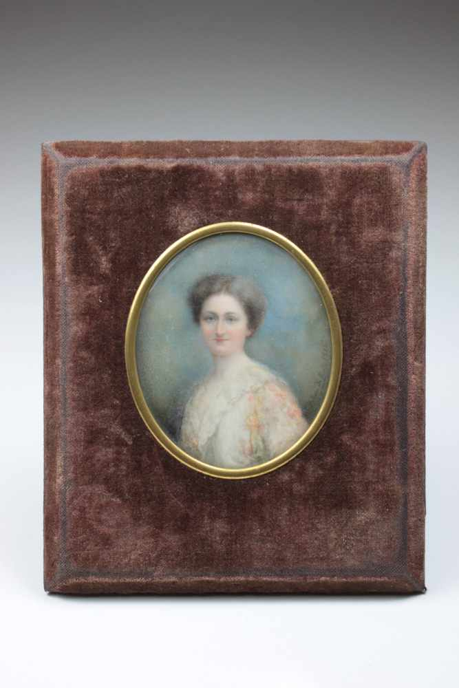 Lot 32 - Miniatur Damenporträt, Lupenmalerei, Porträt einer Dame, 1915, rechts sign. und dat. 1915, ovaler