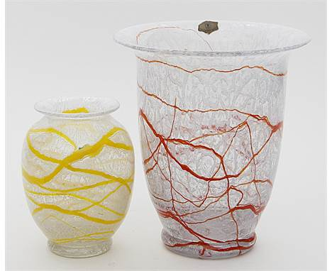 Kleine und große Art Deco-Vase, Loetz.  Farbloses Kristallglas mit Quarzpulver oder Salzkristallen, gelb bzw. rot umsponnen
