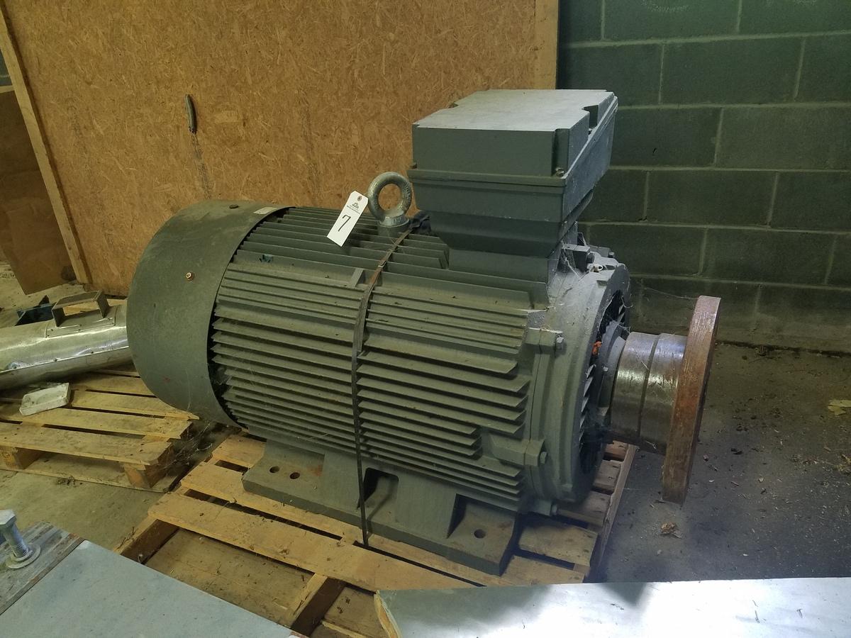 Shandong Huali 132 KW Electric Motor, W/ Riser Platform | Rig Fee: $75