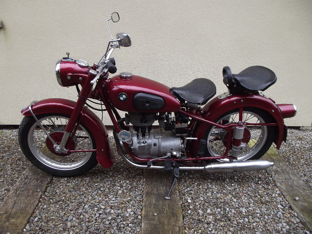 a 1951 bmw r25 3 registration number 698 yun frame number 295913 maroon this rare r25 is fini. Black Bedroom Furniture Sets. Home Design Ideas