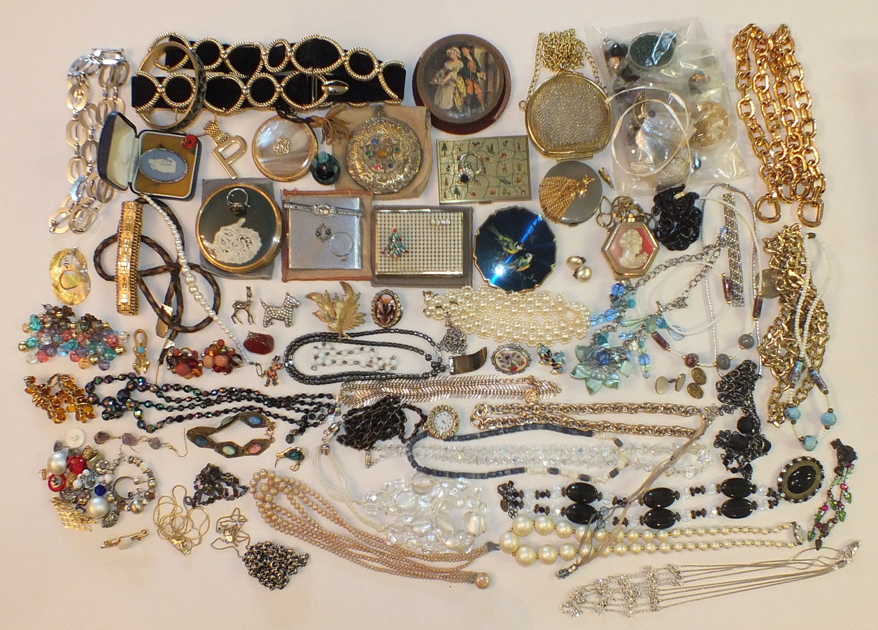 Lot 185 - A quantity of costume jewellery, compacts, etc.