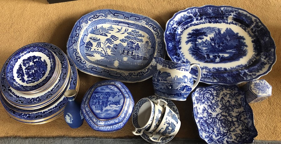 Lot 59 - Blue and white ceramics to include Cauldon, Copeland Spode, Losol Ware, Wedgwood, Woods and Ringtons