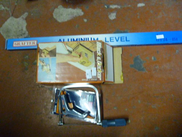 Lot 65 - Black & Decker Sander, Aluminium Level and Glue Gu