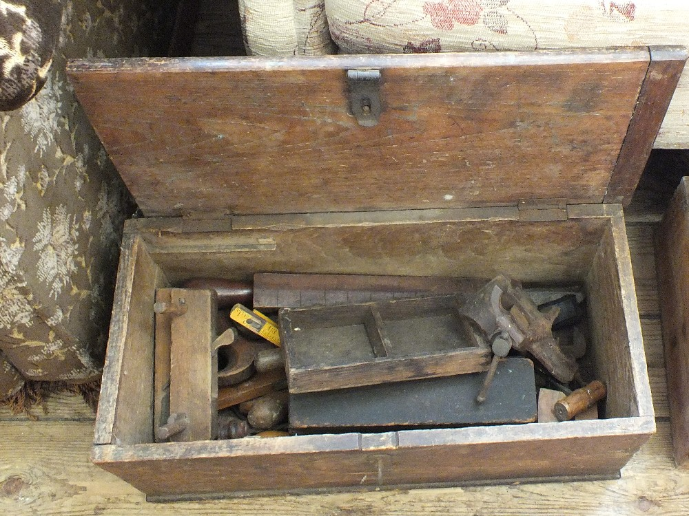 Lot 1008 - A box of various tools plus a quantity of clay flower pots