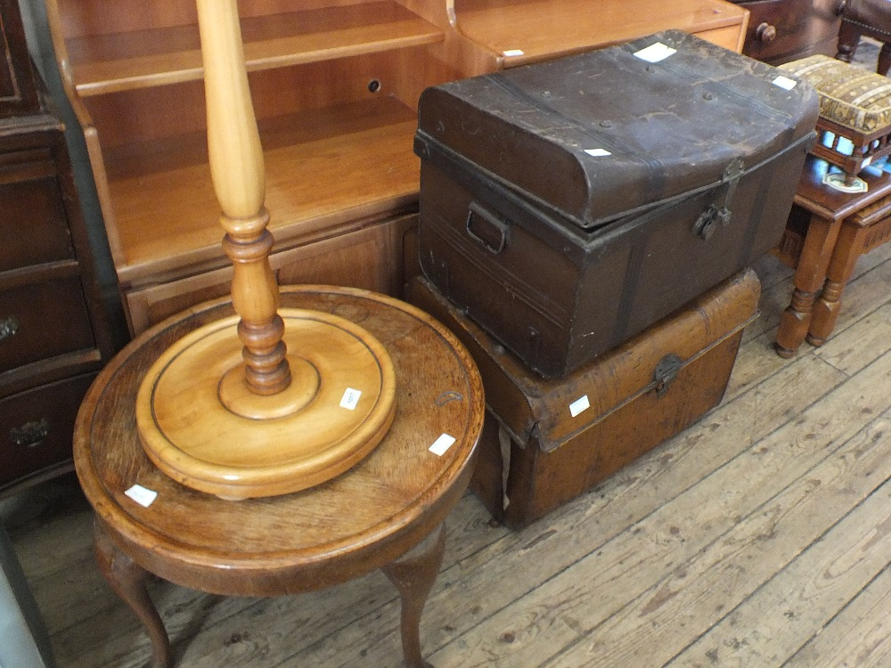 Lot 1017 - A circular oak occasional table,
