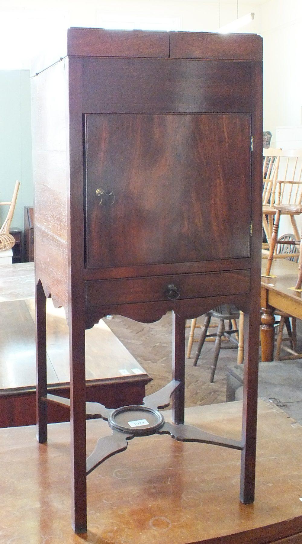 Lot 1019 - A Georgian mahogany rising top washstand