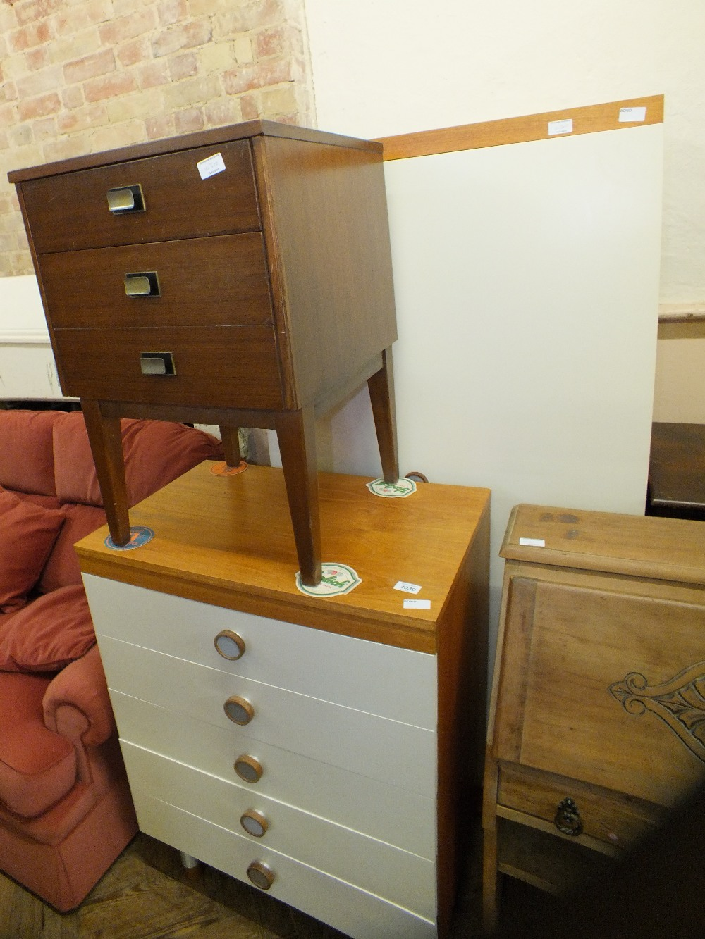 Lot 1042 - A modern two piece bedroom suite and a bedside chest