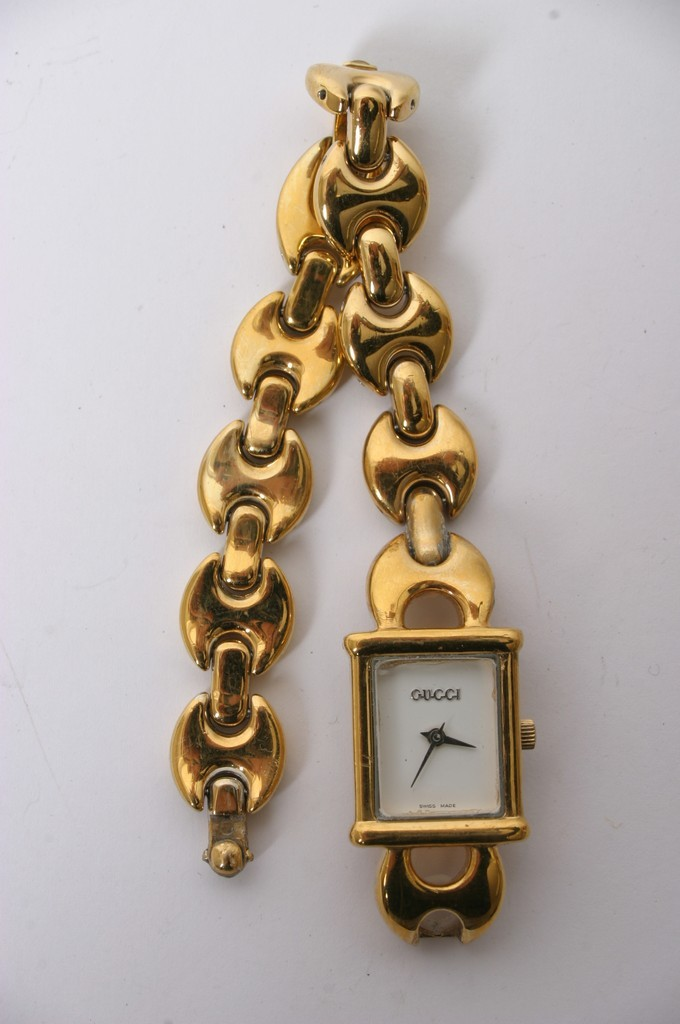 803cdb190c7 Lot 69 - A Gucci watch model 1800L ...