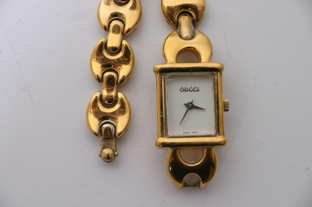 8bc040403fc ... Lot 69 - A Gucci watch model 1800L