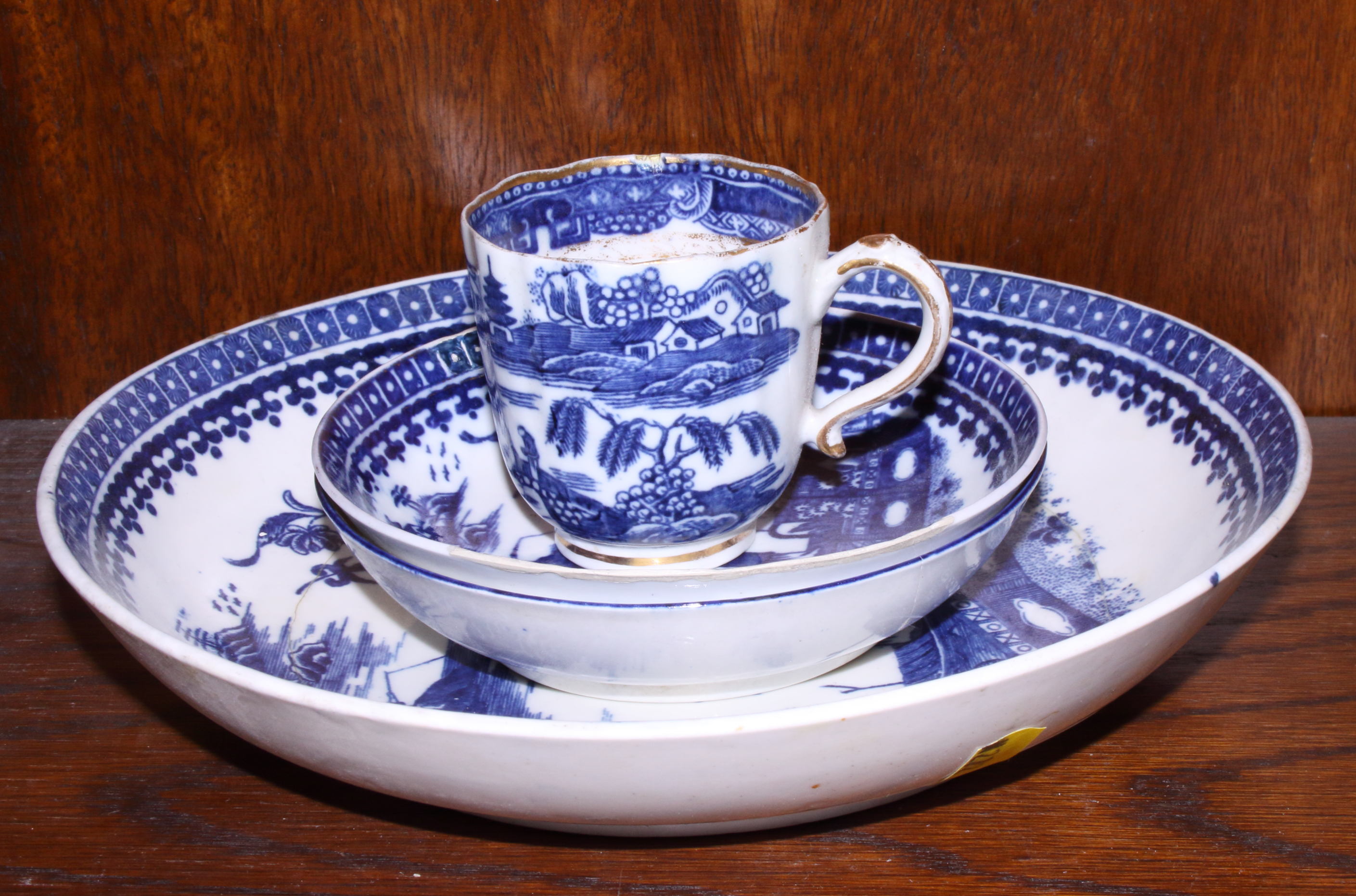 Lot 18 - Four pieces of early 19th century blue and white English porcelain including a saucer dish and
