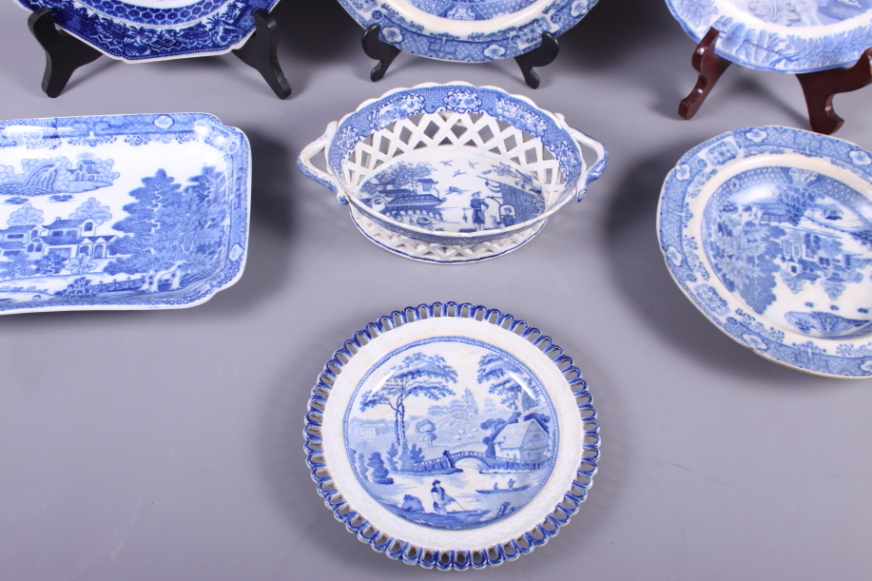Lot 48 - An early 19th century blue and white transfer decorated chestnut basket, a similar osier plate, four