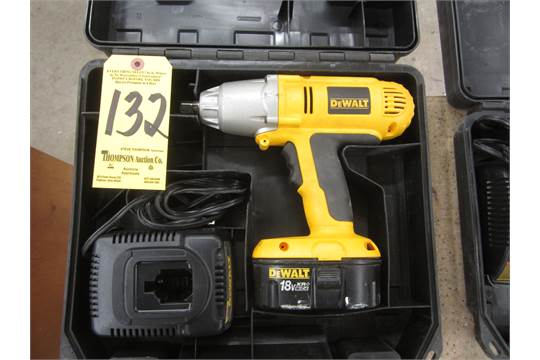 Dewalt Dw059 Cordless Impact Wrench 1 2 Inch Drive With Battery Charger And Case 18 Volt