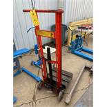Dolly with Hydraulic Lift Table (Located in Oelwein, IA) (Rigging & Loading: $25)