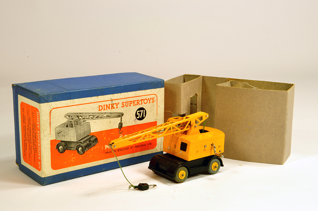 Lot 6 - Dinky No. 571 Coles Mobile Crane. Lovely bright example is NM in E Box.